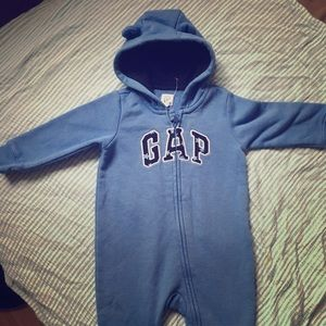 Baby Gap sleeper? 1 piece